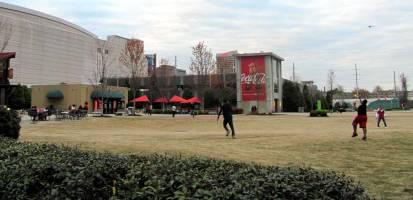 Coca Cola es el mayor atractivo de este parque, tanto que no provoca hacer filas para comprar los souvernirs de la marca, pero fue divertido ver la convulsión que provoca la marca.