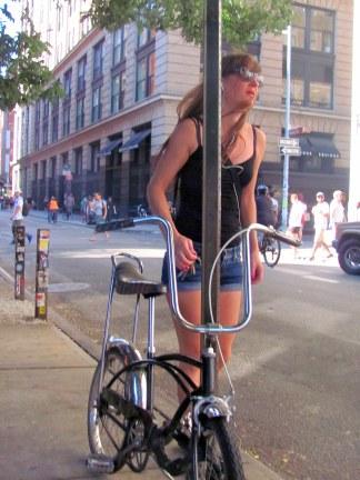 Mujer Biciceleta Soho NY